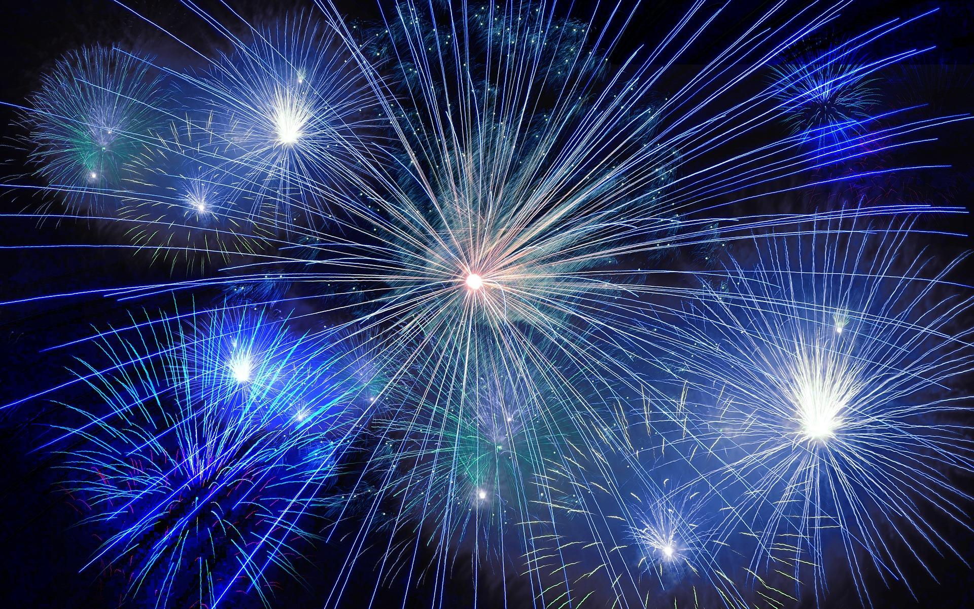 W5_fireworks-574739_1920.jpg