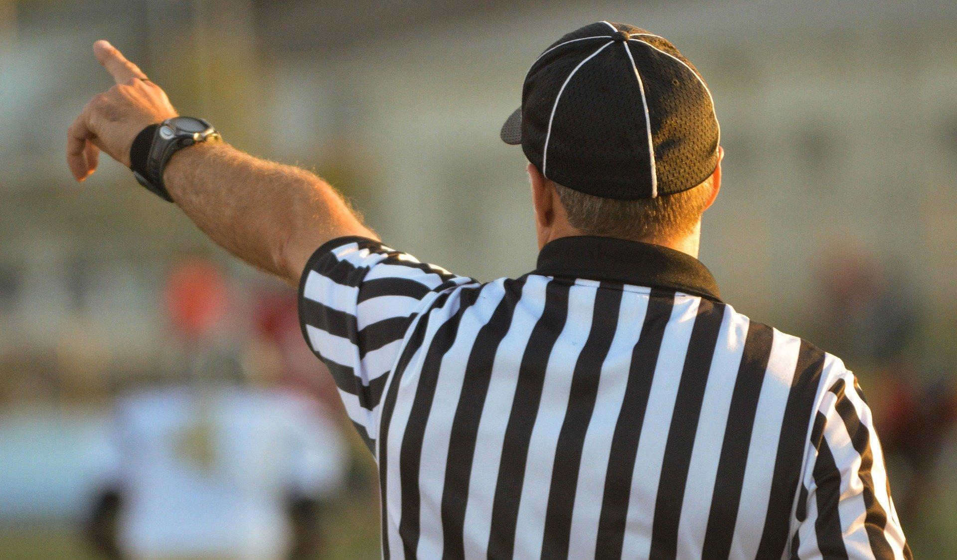 referee-1149014_1920.jpg
